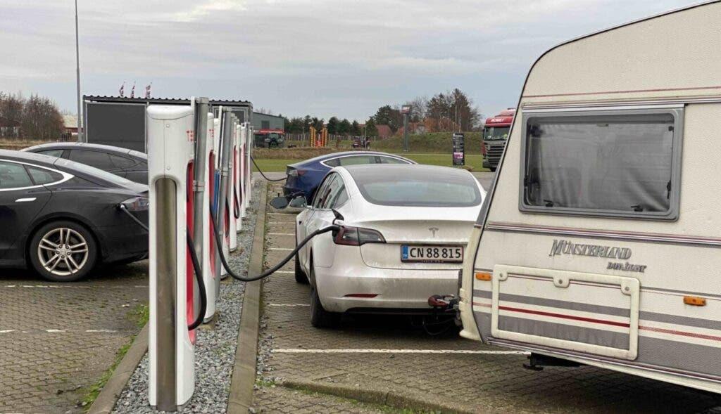 Caravana de remolque Tesla Model 3