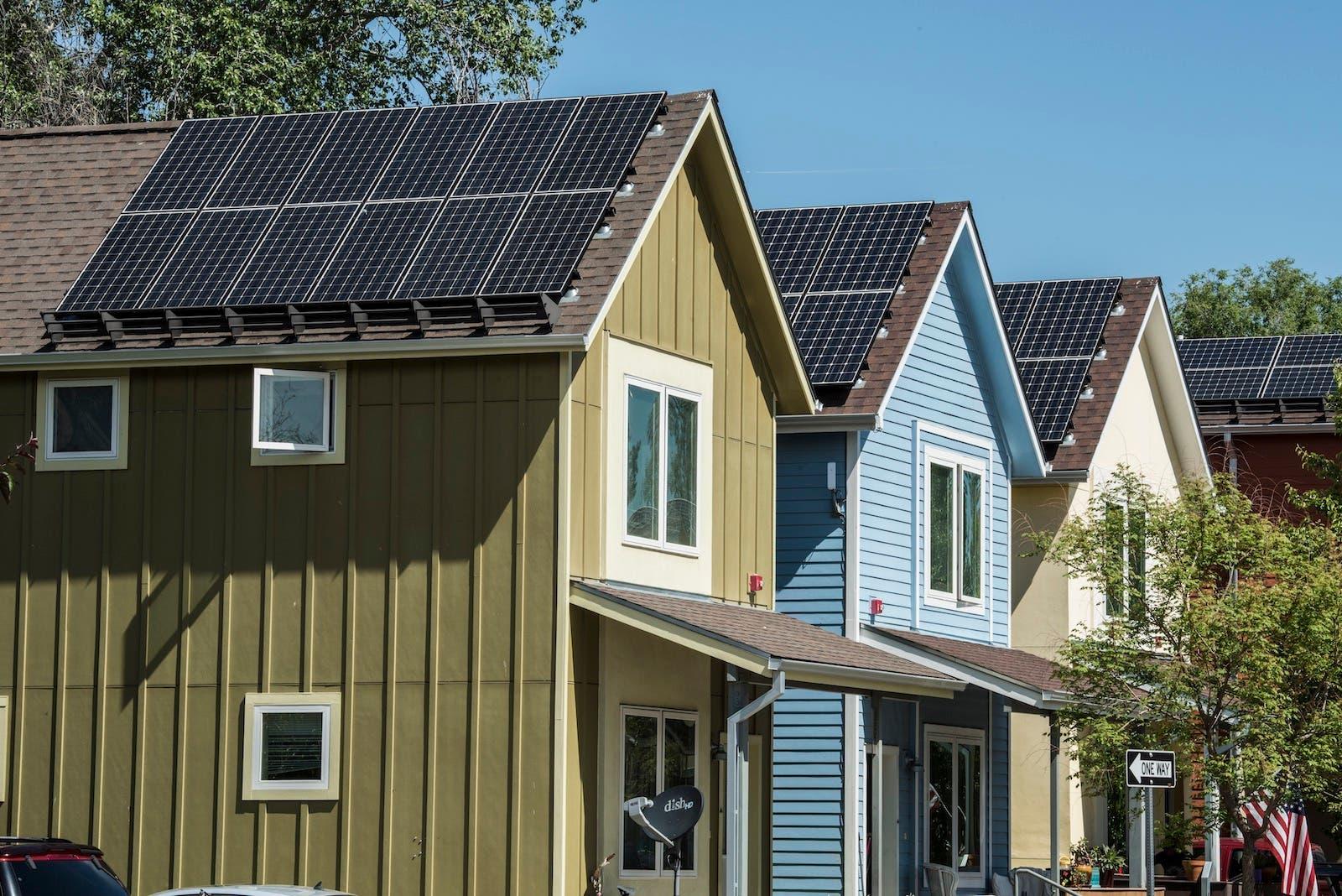 paneles solares en la azotea