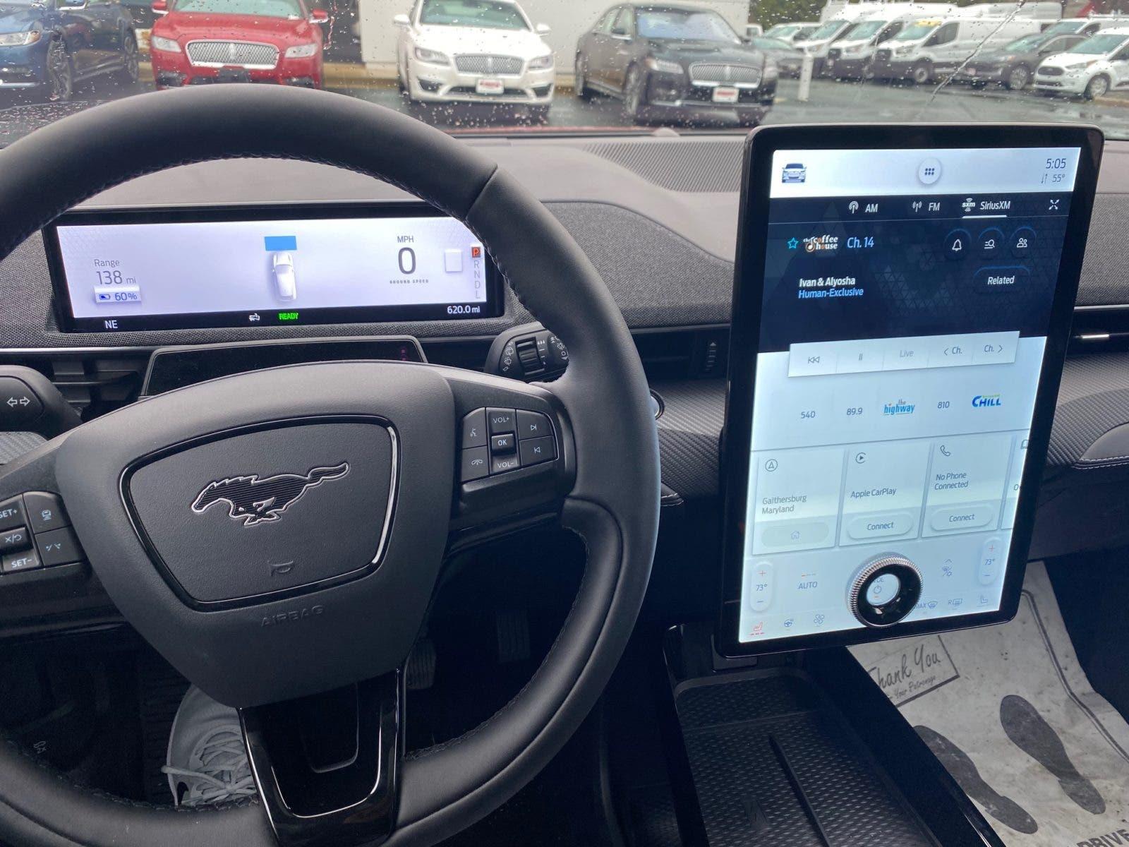 Ford Mustang Mach-E volante en Bethesda, Virginia